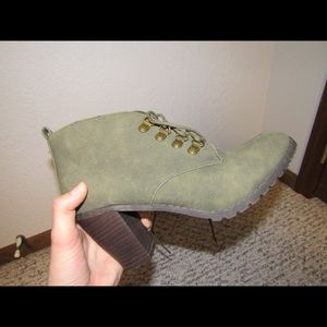 Green heel boots
